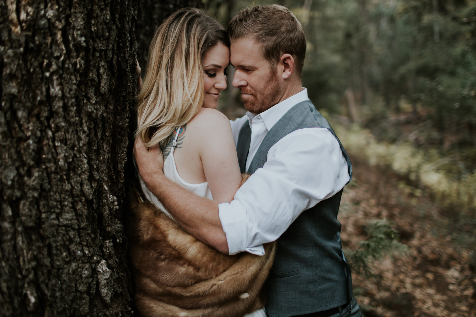 Couple kissing against a tree at Palomar Mountain